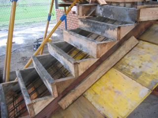 Precios de construcci n y software de edificaci n for Encofrado de escaleras de concreto